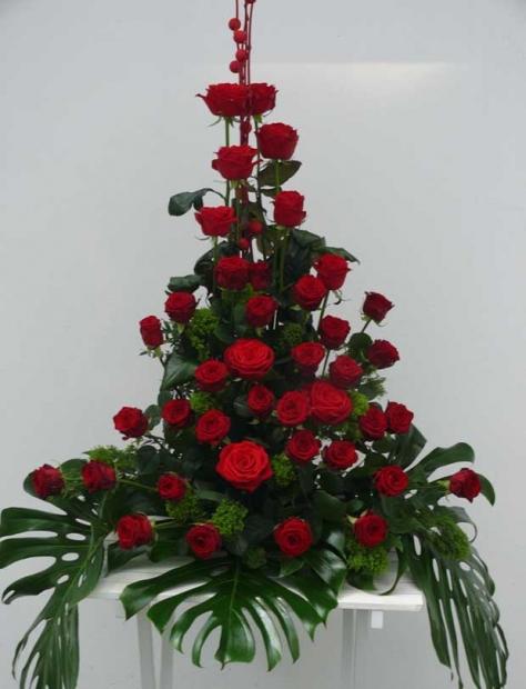 1027 – smutecni-aranzma-ruze