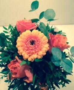 kytička z minigerbery a růží - rozvoz květin Olomouc