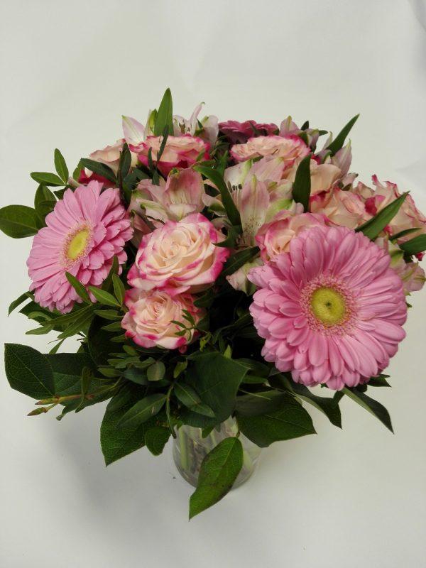 Kytice z minigerber, minirůží a alstromerie – rozvoz květin Olomouc