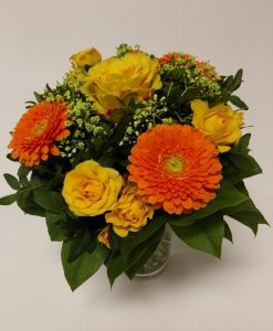 ytička složená z 1 ks růže, 3 minigerbery, 3 minirůže. Rozvoz květin Olomouc