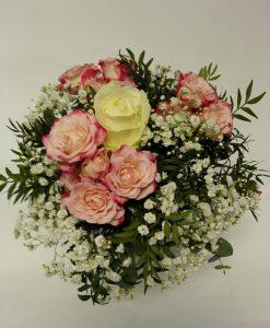 Něžná kytice složená: Růže s minirůžičkami. Rozvoz květin Olomouc