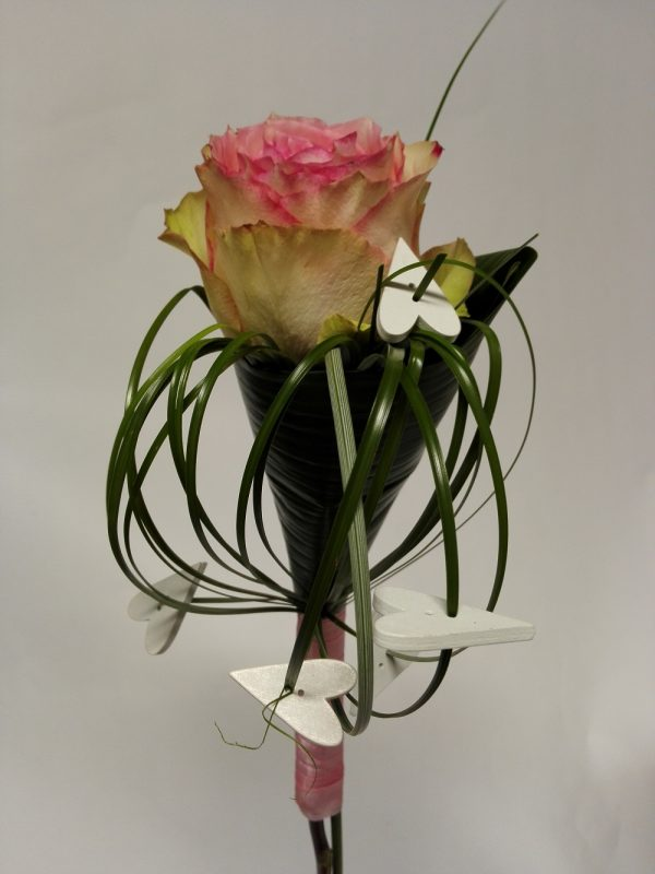 Růže s ozdobou – rozvoz květin Olomouc