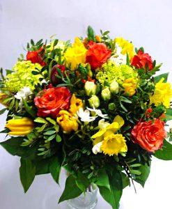 Narcisy, tulipány a růže